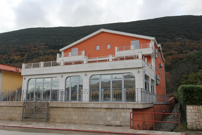 805 Igalo  Hotel 16r 830m2
